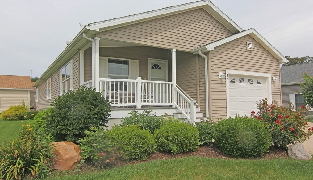 37 Patriots Dr, Westfield, MA 01085